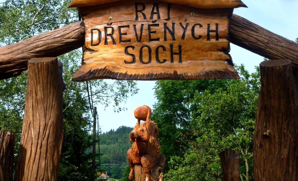 Ráj dřevěných soch Ostravice